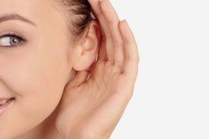 hablar con personas con problemas auditivos