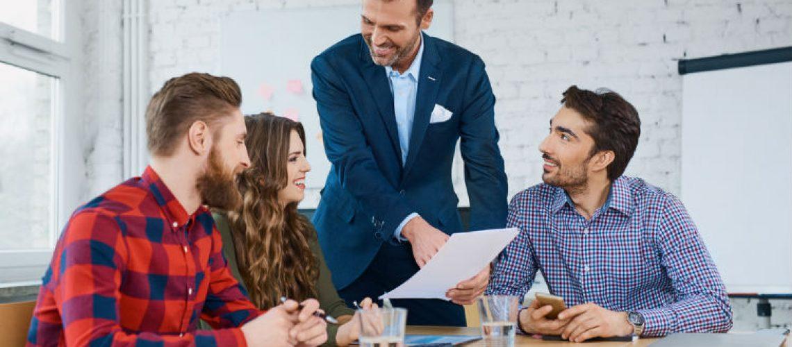 lider-reunion-trabajo